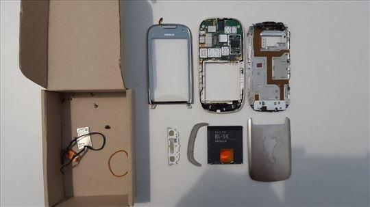 Nokia C7-00 u delovima