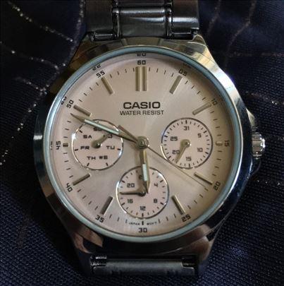 Jednom nošen Casio ručni sat, hitno