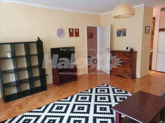 Odlično namešten stan u Zemunu, 51 m2