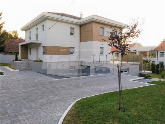 Luksuzna porodična kuća 400 m2, plac 10 ari - NOVO