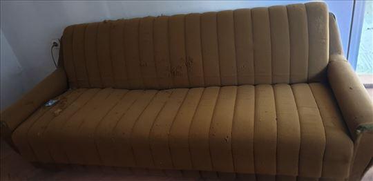 Kauč, razvlači se u francuski krevet