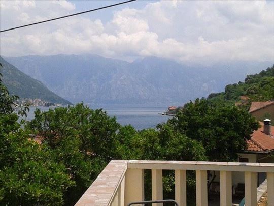 Kuća sa placem u Kostanjici, drugi red od mora