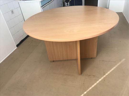 Prodajem okrugao trpezarijski sto