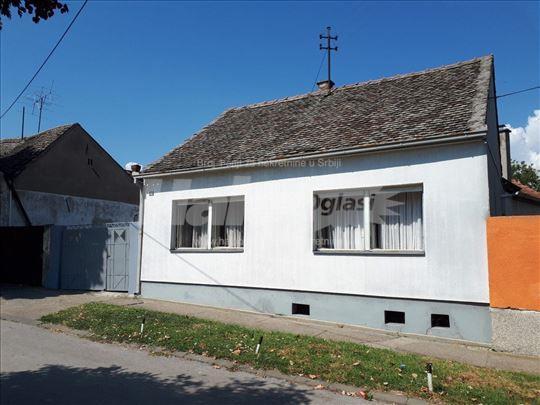 Prodajem porodičnu kuću 106 m2 sa 4ara placa