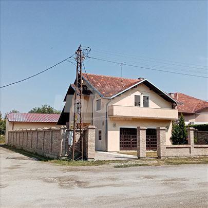 Kuća na svom placu sa garažom i lux pom. objektima