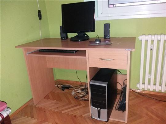 Računar sa stolom