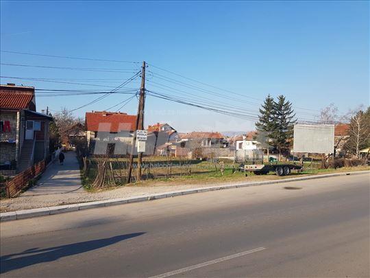 Izdajem plac 10 ara na glavnom putu Niška Banja