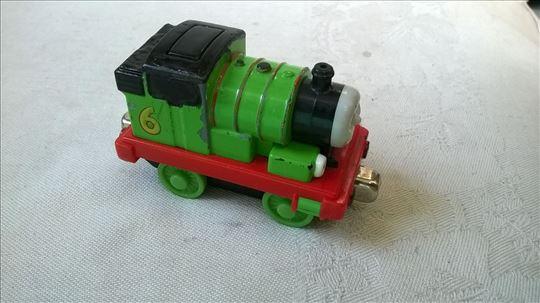 Thomas Gullane lokomotiva sa magnetima,7,5 cm.,sve