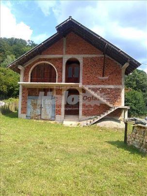 Kuća sa placem u  Volujcu ( okolina Užica)