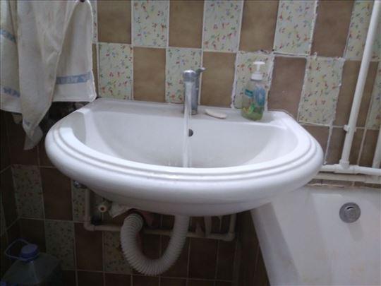 lavabo, cesma i silikon