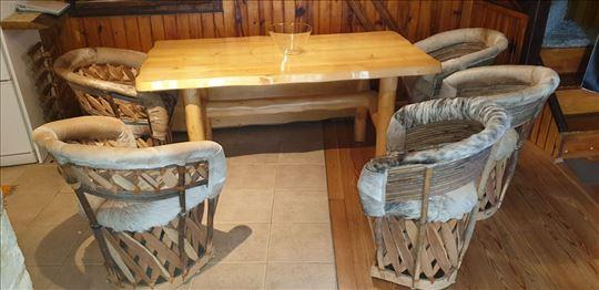 Divan ručni rad, sto, stolice, uvezeno iz Kolorada