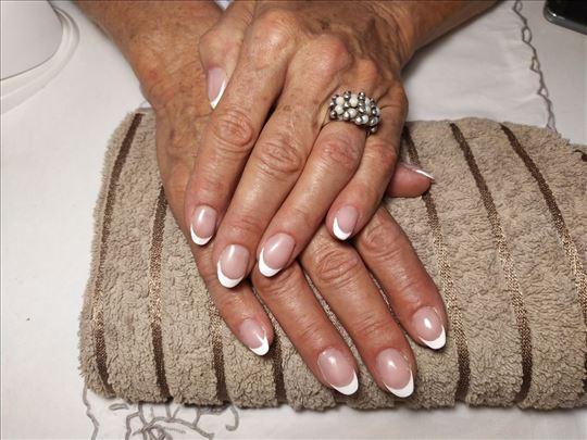 Izlivanje, nadogradnja i ojačavanje noktiju