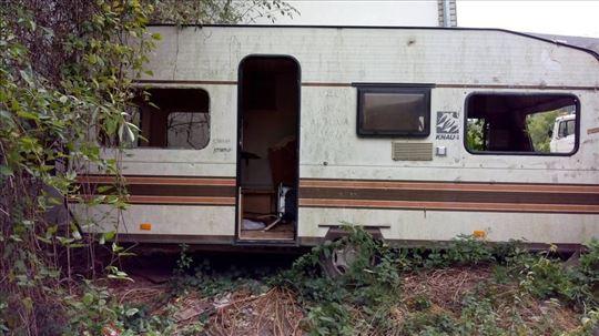 Prodajem kamp prikolicu Knaus Sudwind 485, delovi