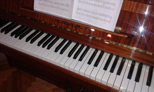 Pianino Čajka u odličnom stanju, malo korišćen