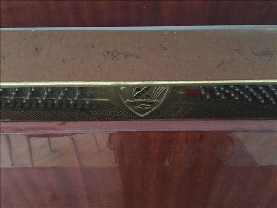 Prodajem Petrof pianino