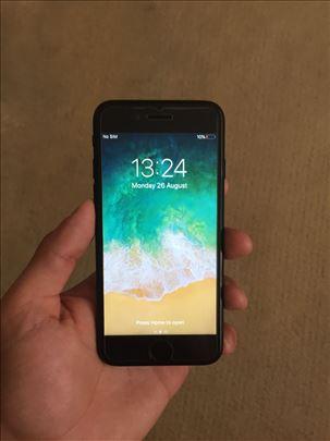 Crni Iphone 7 sa 128 gigabajta memorije