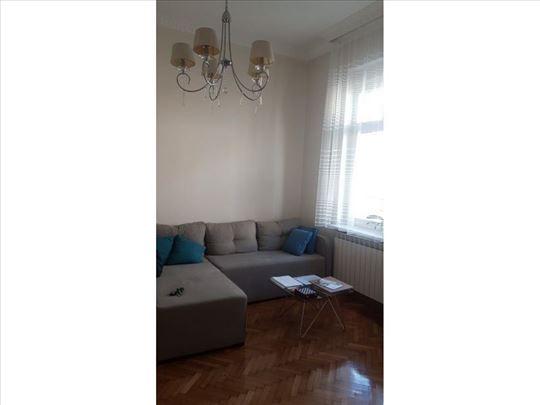 Renoviran salonski stan, Vračar, Gradić Pejton, 3.