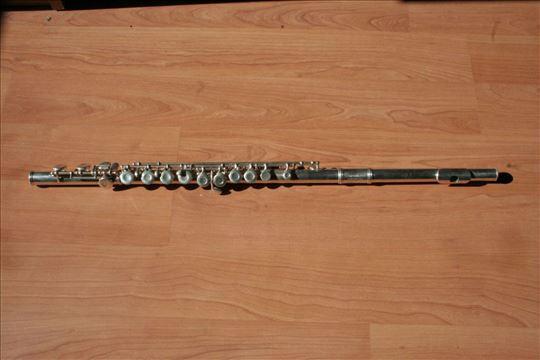 Prodajem flautu i U deo za pocetnike