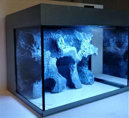 Sivi akvarijum sa 3D pozadinom