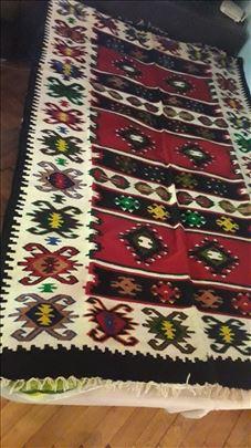 Prodajem izuzetne ručno pletene i tkane ćilime