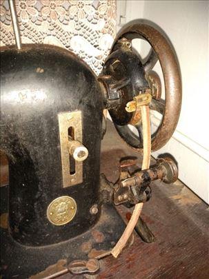 Prodajem jako povoljno staru šivaću mašinu