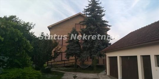 Temerin, kuća sa tri velika stana-PR+SP+PK,plac 18
