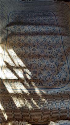 Prodajem vuneni tepih