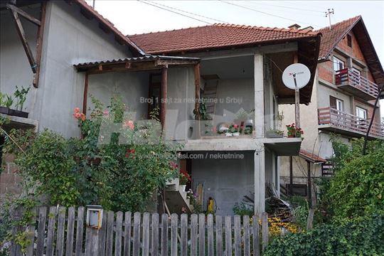 Prodaje se porodična kuća na Lisištu
