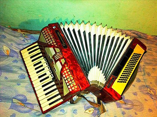 Barcarole harmonika 80 basova u odličnom stanju!!