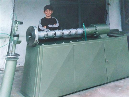 Ekstruder u radu za proizvodnju plastičnih ploča