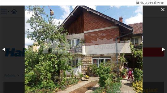 Prodajem kucu i plac u centru Vrnjacke banje
