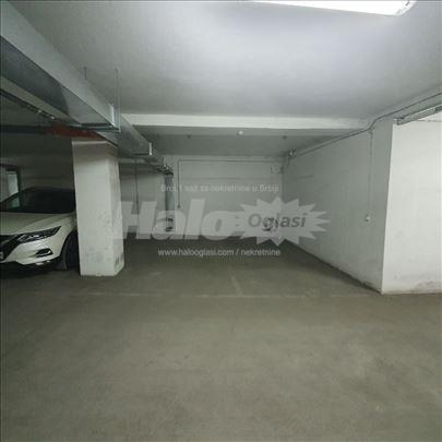 Prodajem dva garažna mesta