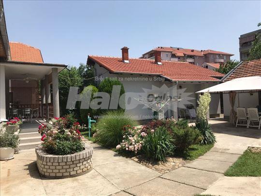 Prodajem kucu u Pozarevcu, vlasnistvo 1,1
