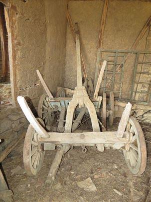 Стара запрежна кола