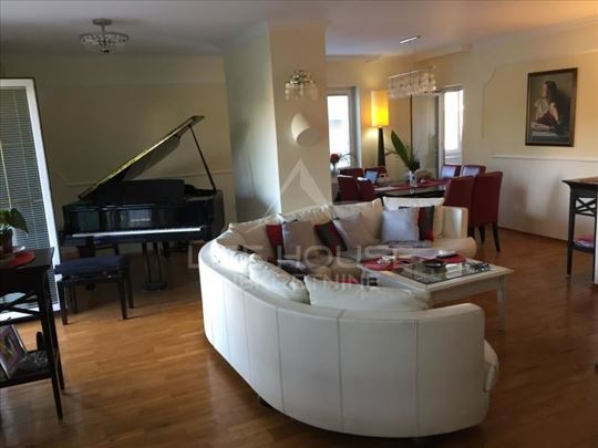 Prelep penthouse u Batutovoj ulici ID#1113