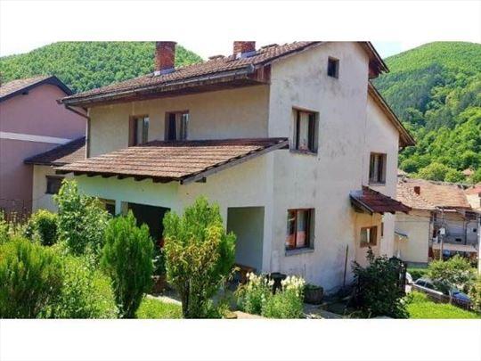 Prodaje se kuća, 270 m2, Bostani,Prijepolje