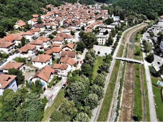 Prodaje se stara kuća,206 m2, plac 5,31ara, Vinog