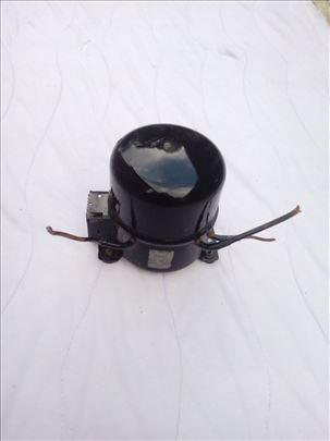 Motor kompresor za zamrzivac ili frizider