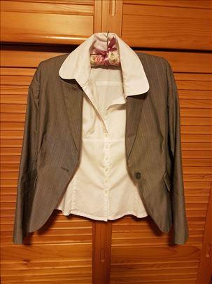 Sivi sako i bela kosulja
