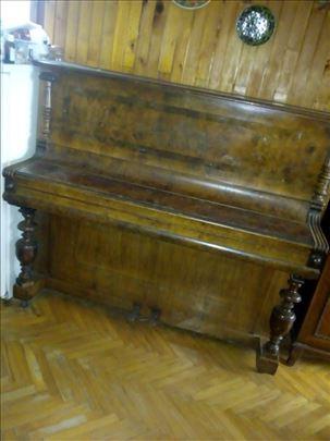 Skoro novi klavir, malo koriscen
