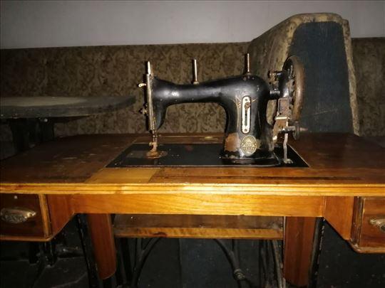 Mašina za šivenje ...antikvitet