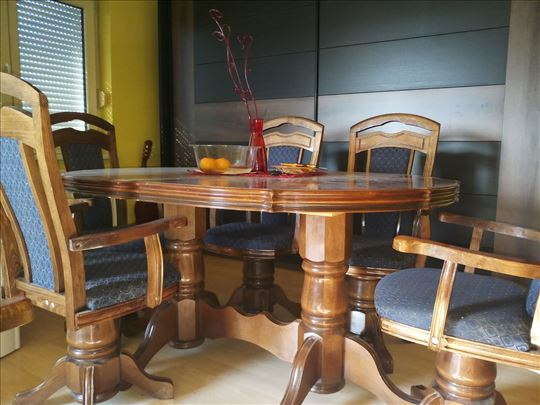 Izuzetno očuvan trpezarijski sto sa 6 stolica
