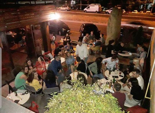 Prodajem razrađen posao kafića u centru Žarkova