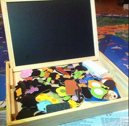 Drvena kutija puna magneta, tabla za magnete i pis