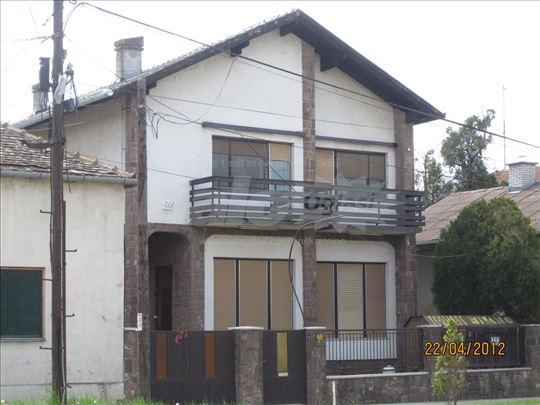 Super-komforna kuća sa lokalom u centru Kaća