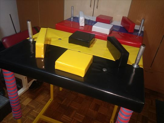 Arm wrestling table - sto za obaranje ruke