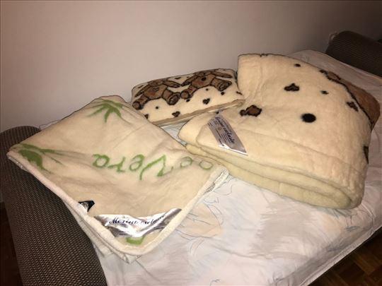 Merino komplet posteljina: Ćebe, jastuk, prostirka