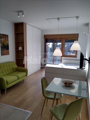 Luksuzan studio sa terasom u novoj zgradi