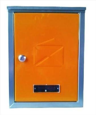 Poštansko sanduče sa rupom na vrhu