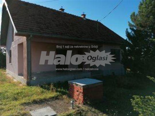 Prodajem kuću u selu Prekadin, Prokuplje